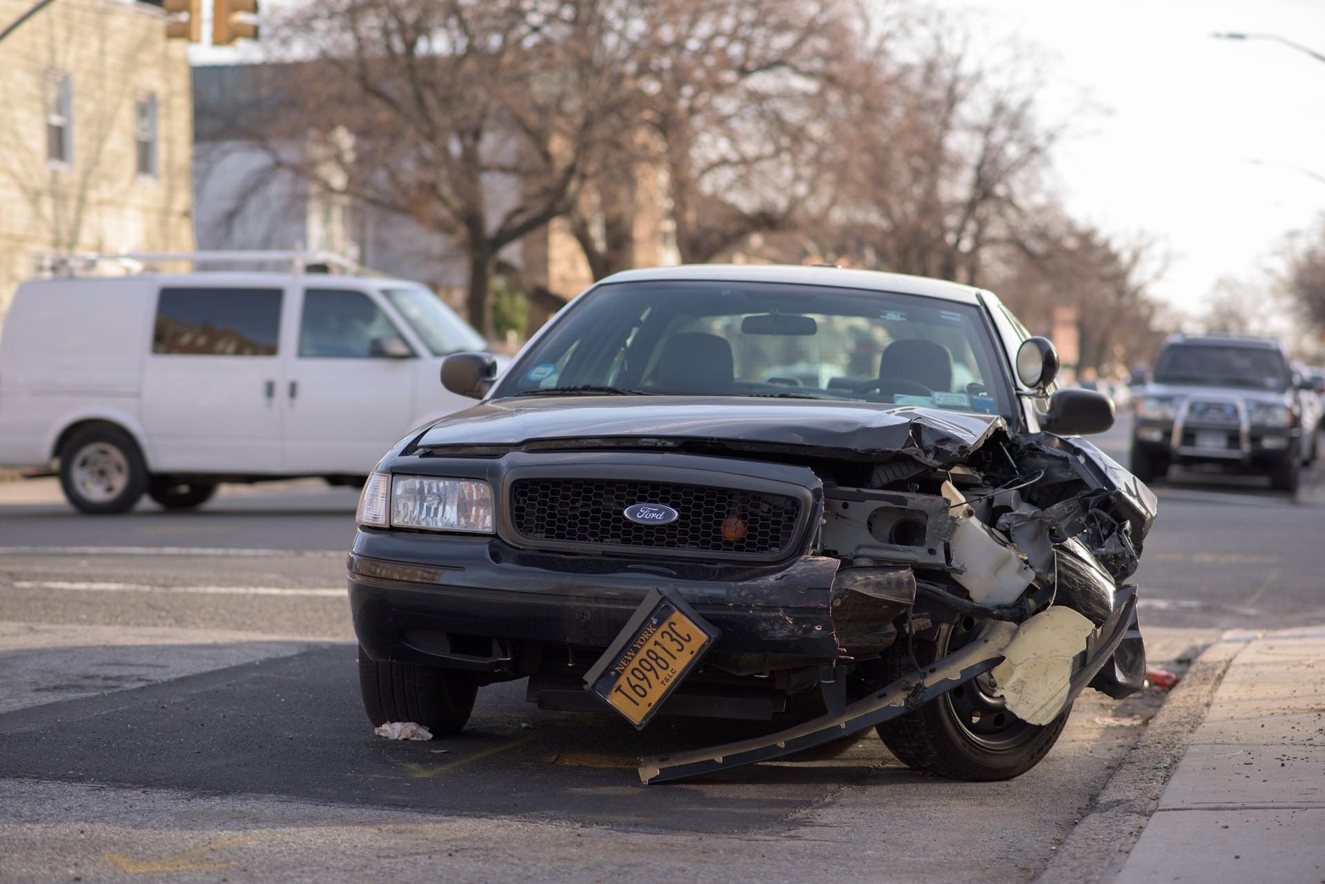 Unfall: Muss ich helfen, auch wenn ich keine Erste-Hilfe-Ausbildung habe?