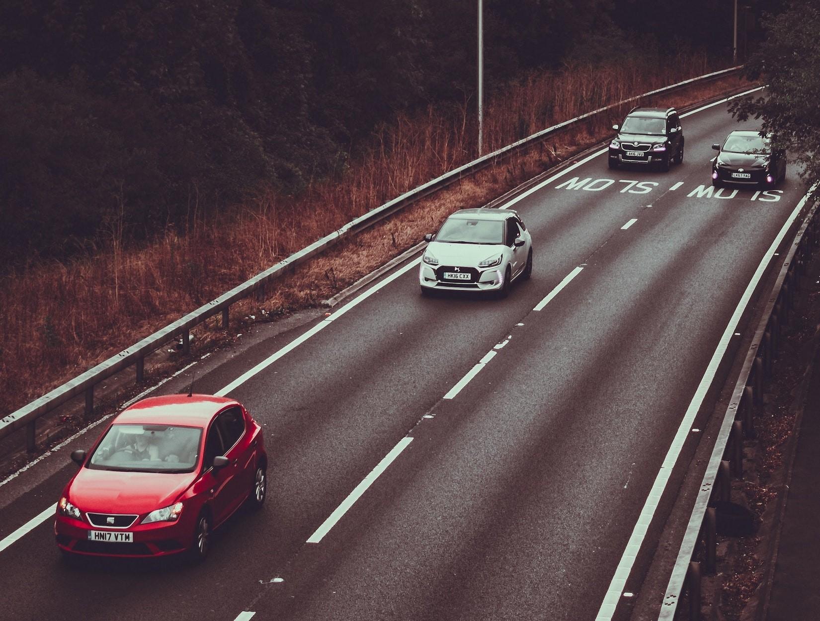 Achtung Überhol-Verbotsschild: Wann müssen Sie einen Überholvorgang abbrechen?