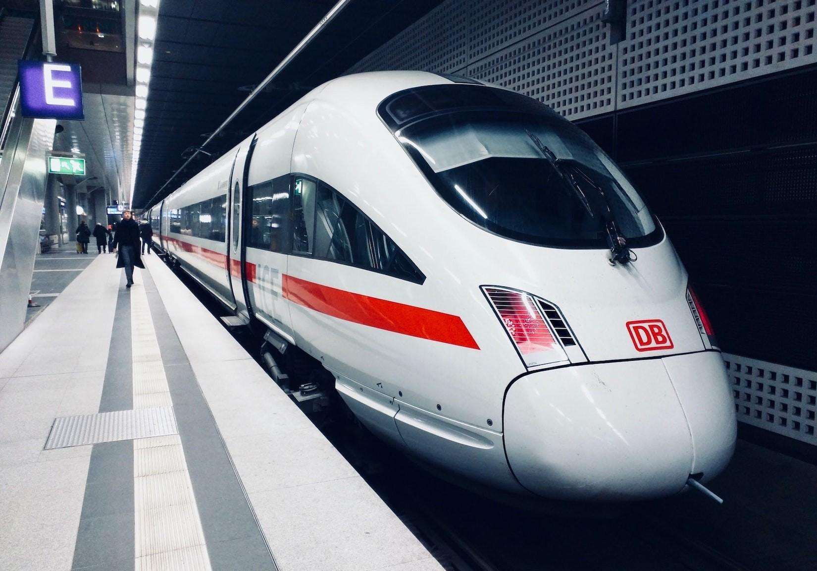 Service-Hotline der Bahn bei Verspätungen: Darf die Bahn Geld dafür verlangen?