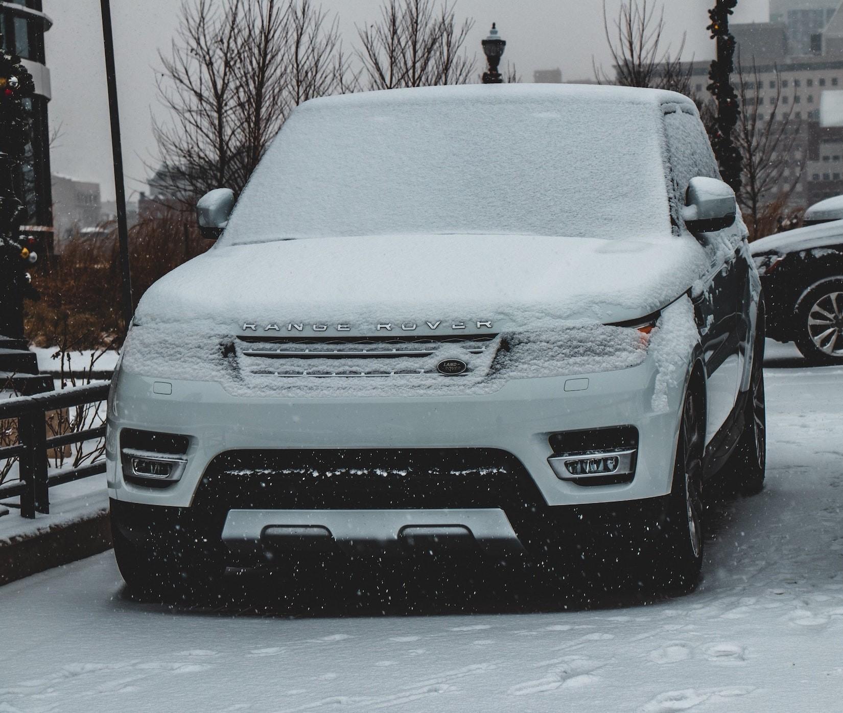 Eis und Schnee auf Autoscheibe: Wie viel Sicht muss sein?